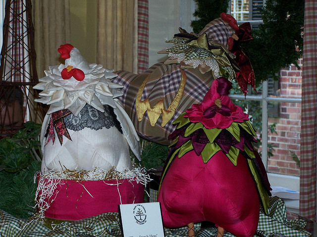 three toy hens